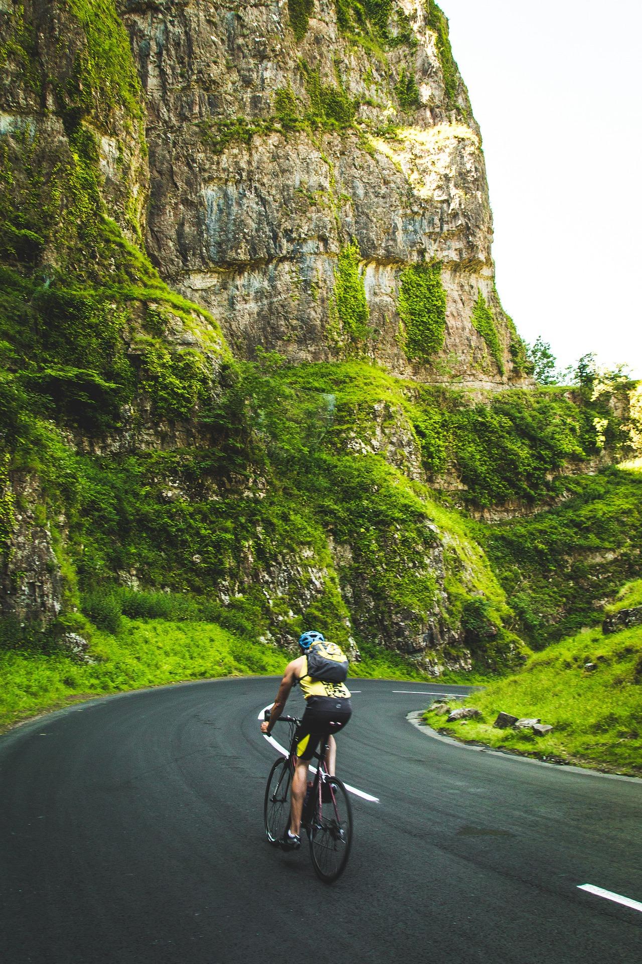 cyclist-983931_1920